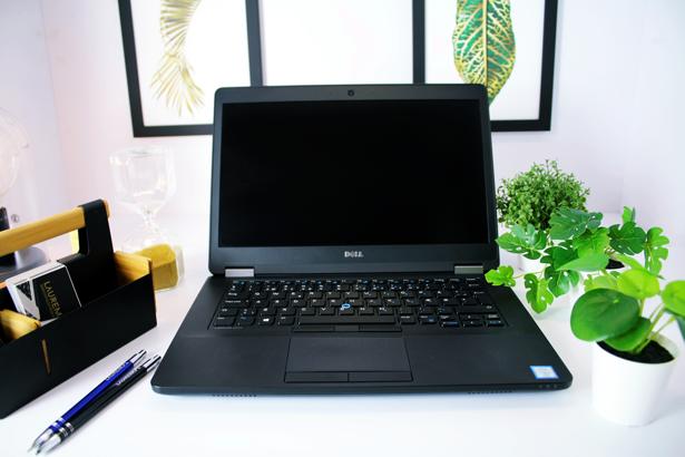 DELL E5470 i5-6300U 8GB 240GB SSD HD+ WIN 10 HOME