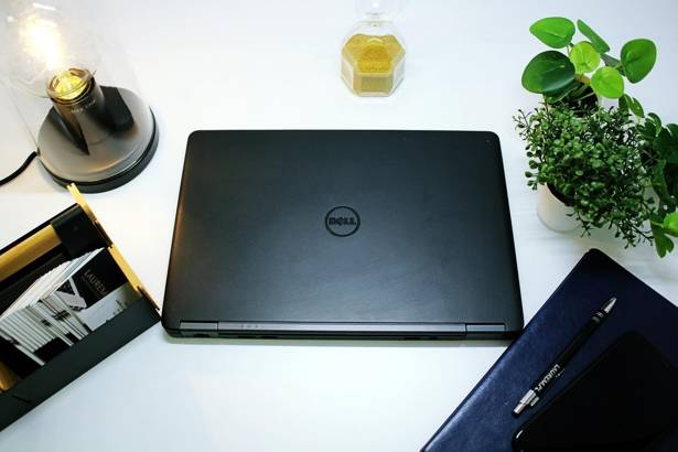 DELL E7250 i5-5300U 8GB 256GB SSD WIN 10 HOME